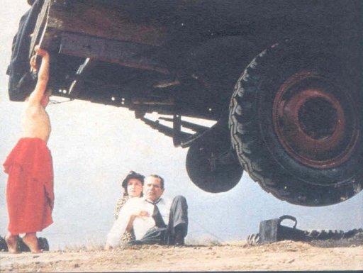 Superman_-_baby_Kal-El_lifts_truck